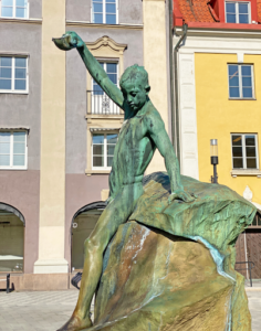 Gossen med snäckan av Gustaf Ivar Cederwall, Saltsjötorget i Södertälje