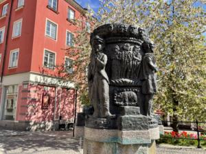 Visdomens brunn av Bror Hjorth, Södertälje