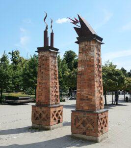 Ledfyrar skulptur av Gunilla Wihlborg Södertälje centrum stationsplan. Foto Hanna Andersson